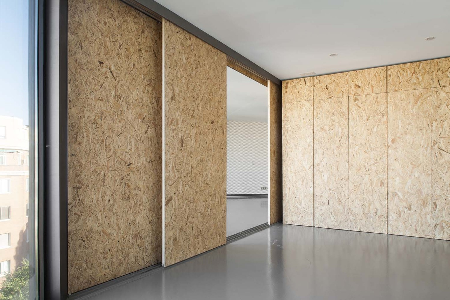 Uses of particle board in building industry