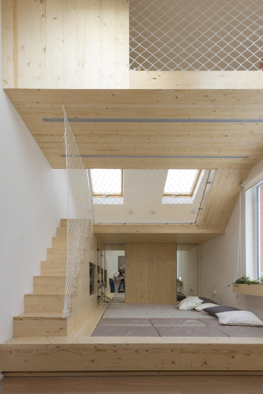 Galeria de dormir e brincar ruetemple 18 for How to build a mezzanine floor for bedroom