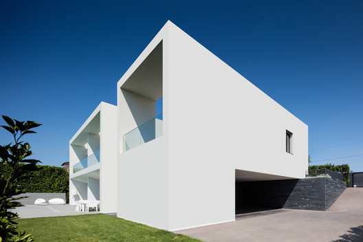 Casa Vila do Conde / Raulino Silva Arquitecto