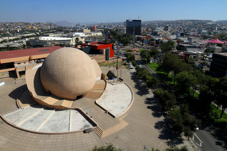 vista de la bola de tijuana desde lejos