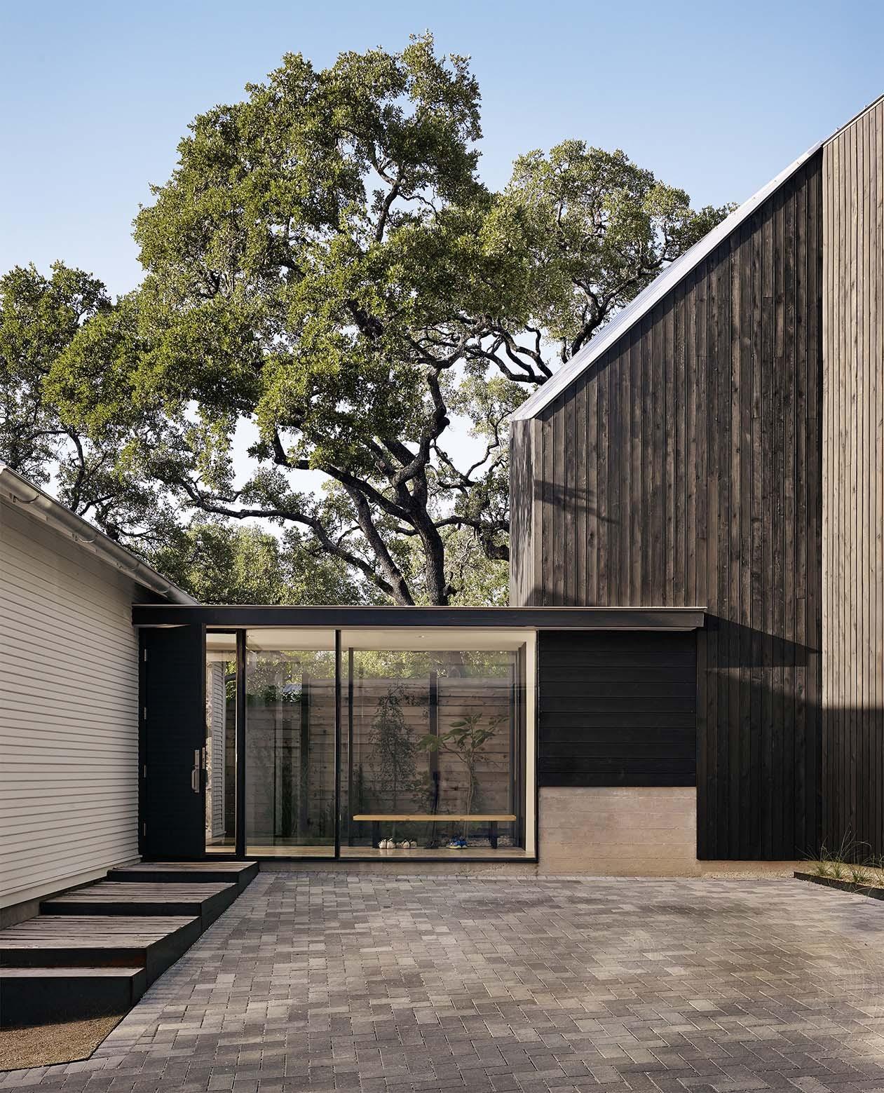 Hillside Residence / Alterstudio Architecture