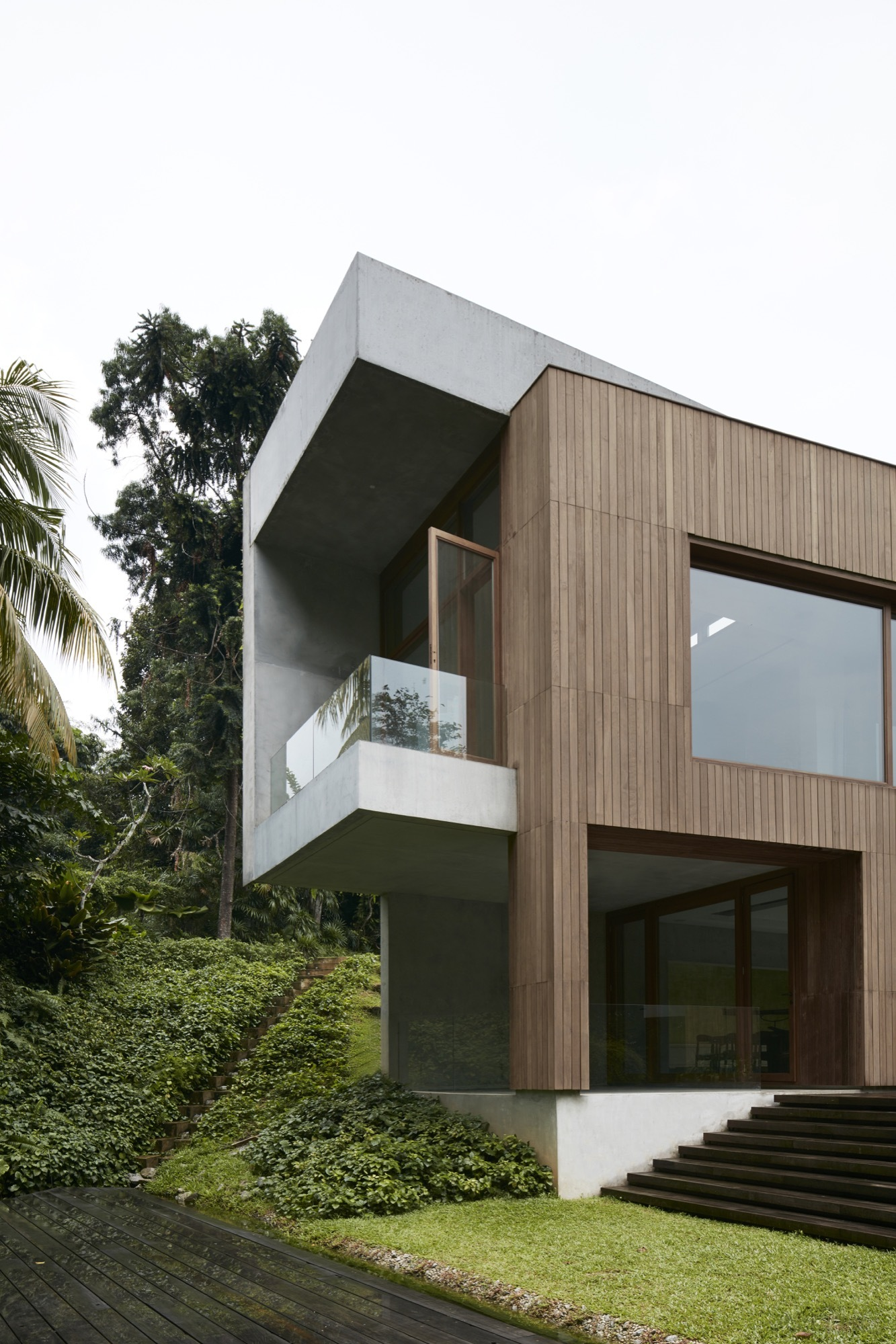 House design hilly area - Richard Bryant
