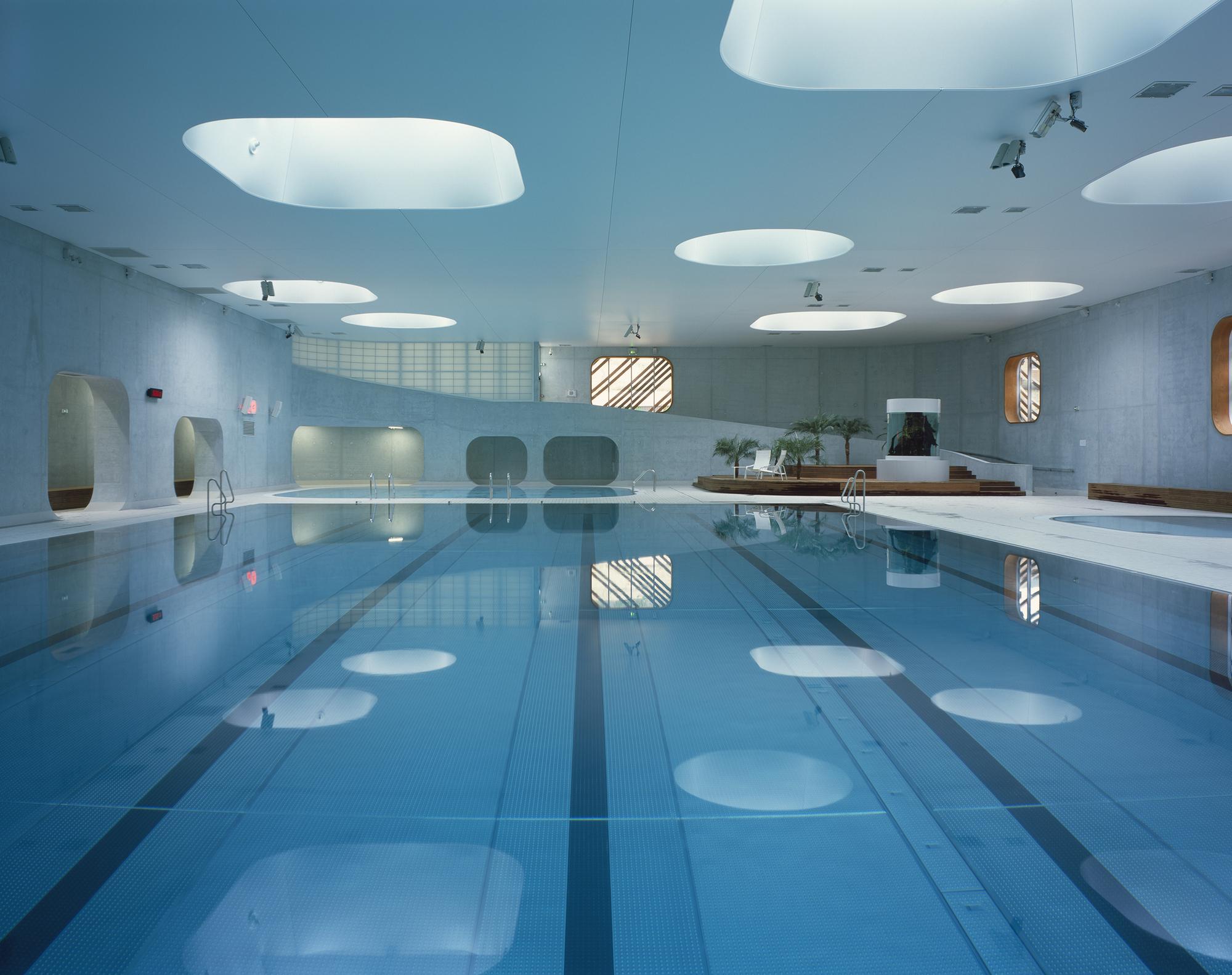 Feng shui swimming pool mikou studio archdaily for Piscine blue design le bouscat