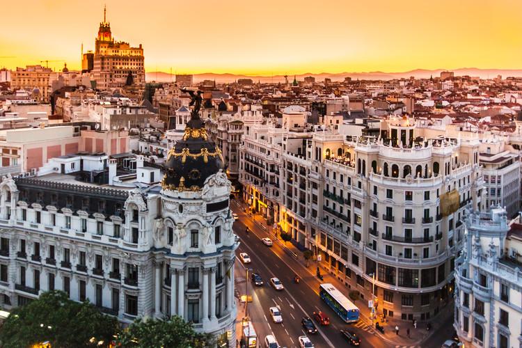 Con 60 millones de euros, madrileños escogerán proyectos en presupuesto urbano participativo, La Gran Vía de Madrid. Image © Matej Kastelic / Shuttershock