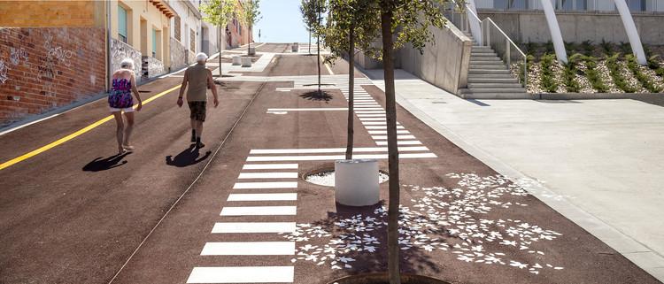 Accesibilidad universal, desapercibida y a bajo costo: proyecto de urbanización en Malgrat de Mar, © Adrià Goula
