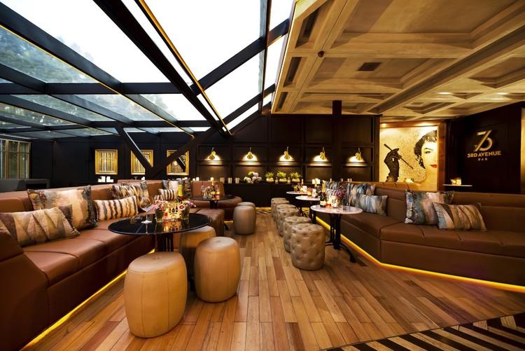 3rd Avenue Bar / Einstein & Associates