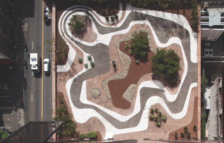 Roberto Burle Marx ganha primeira grande exposição nos EUA, Jardim criado por Burle Marx para a cobertura da sede do Banco Safra, em São Paulo. © Leonardo Finotti