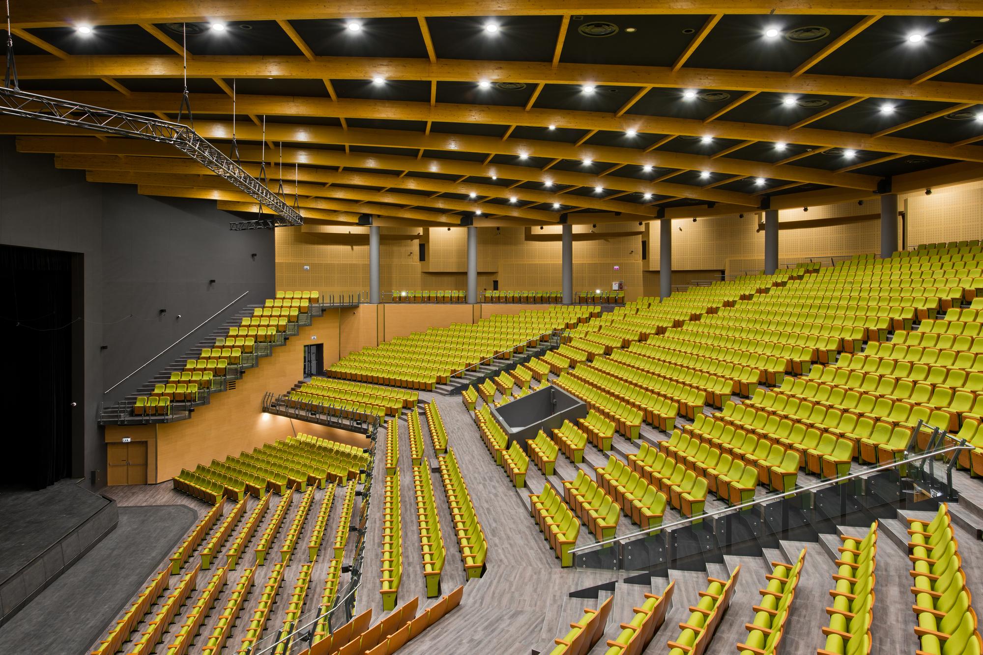 Galer a de sala de conciertos palanga uostamiescio for Sala clamores proximos eventos