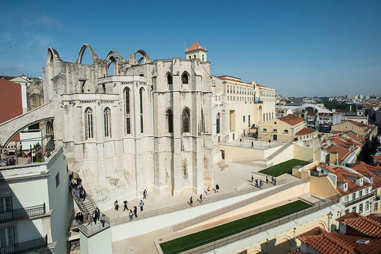 Álvaro Siza Restores the Carmo Convent Area in Lisbon, via Câmara Municipal de Lisboa