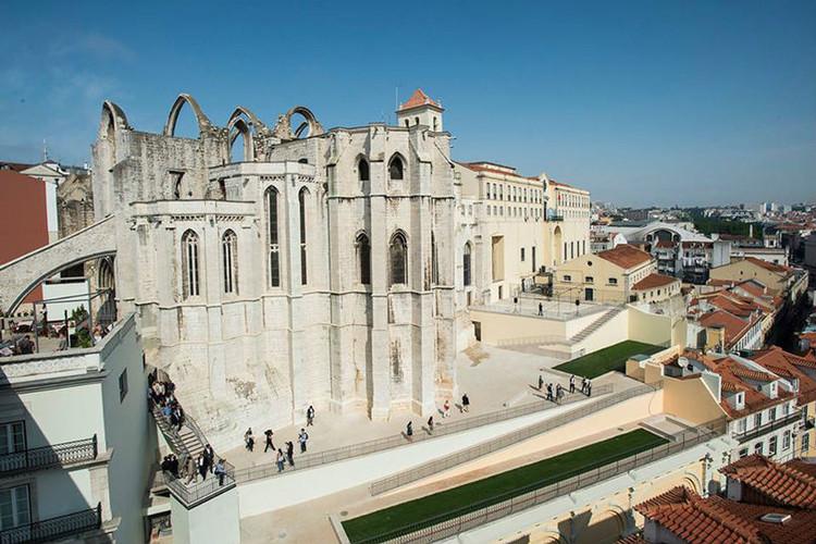 Álvaro Siza restaura el entorno del Convento do Carmo en Lisboa, Vía Câmara Municipal de Lisboa