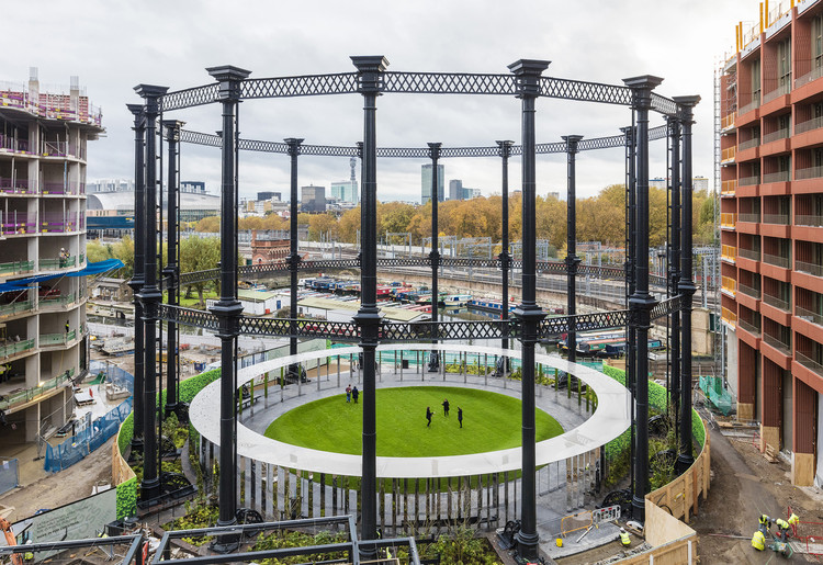 Divulgados os finalistas do RIBA London Awards 2016 , Gasholder Park / Bell Phillips Architects. Imagem © John Sturrock