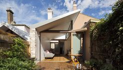 Petersham Courtyard House  / Adriano Pupilli Architects