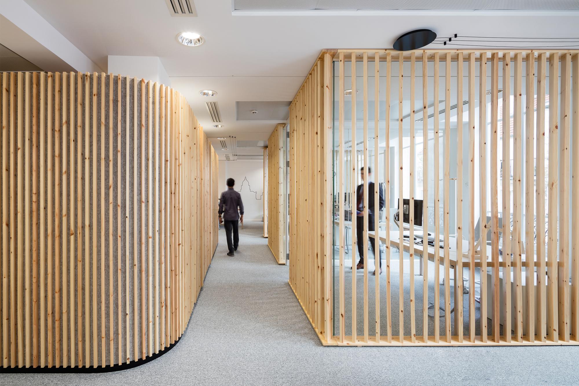 la parisienne hq studio razavi architecture archdaily. Black Bedroom Furniture Sets. Home Design Ideas
