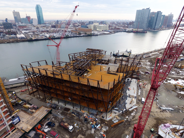 """WEISS/MANFREDI's """"The Bridge"""" Topped Off at Cornell Tech Campus, Courtesy of Forest City"""