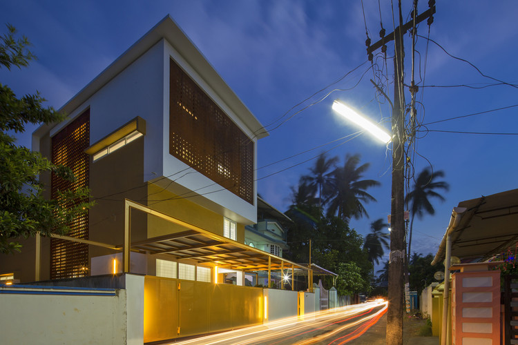 The Breathing Wall Residence  / LIJO.RENY Architects, © Praveen Mohandas