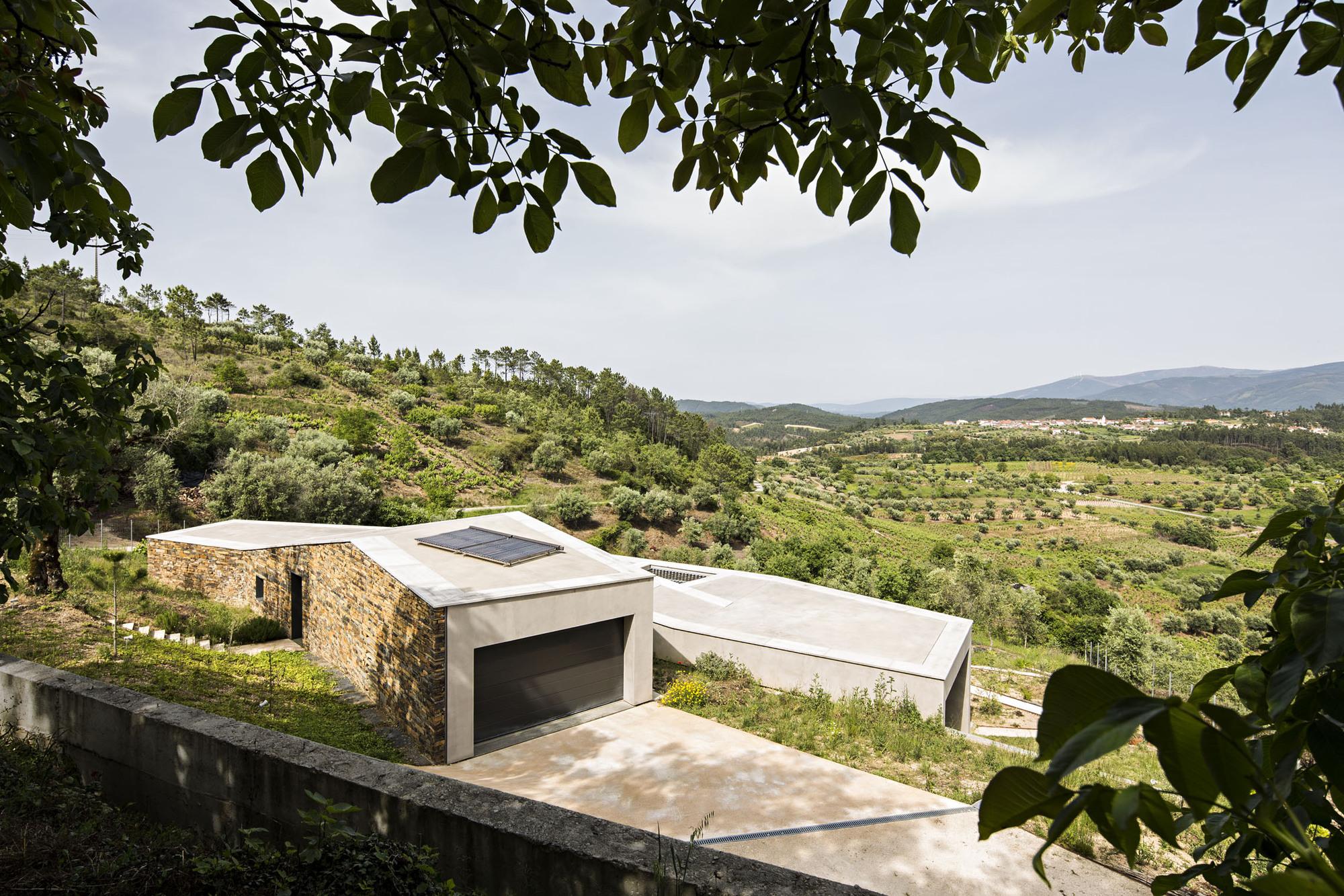 Casa na Gateira / Camarim Arquitectos