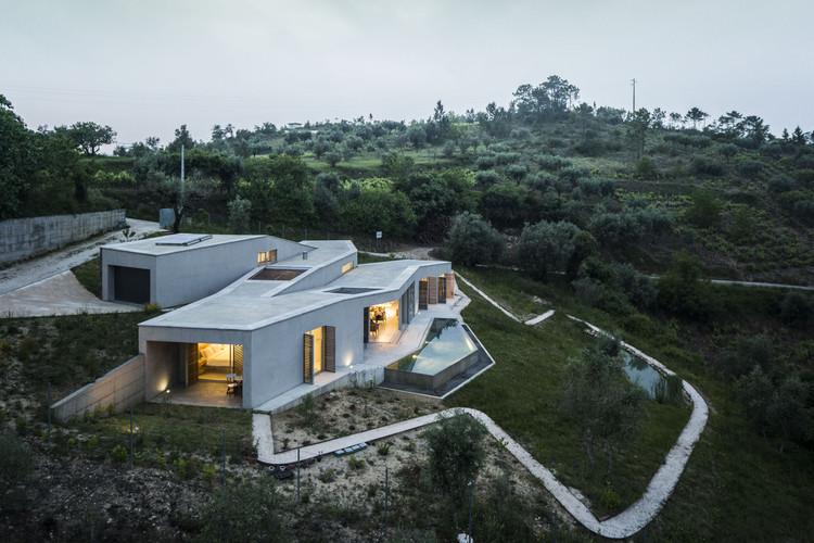 House in Gateira / Camarim Arquitectos, © Nelson Garrido