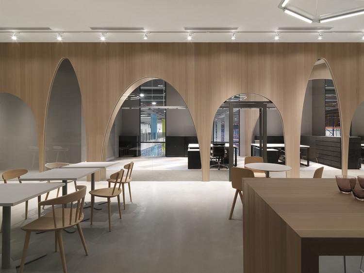 Oficina de logística H & M / JC Architecture, © Kevin Wu