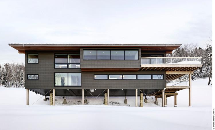 Laurentian Ski Chalet / RobitailleCurtis, © Marc Cramer