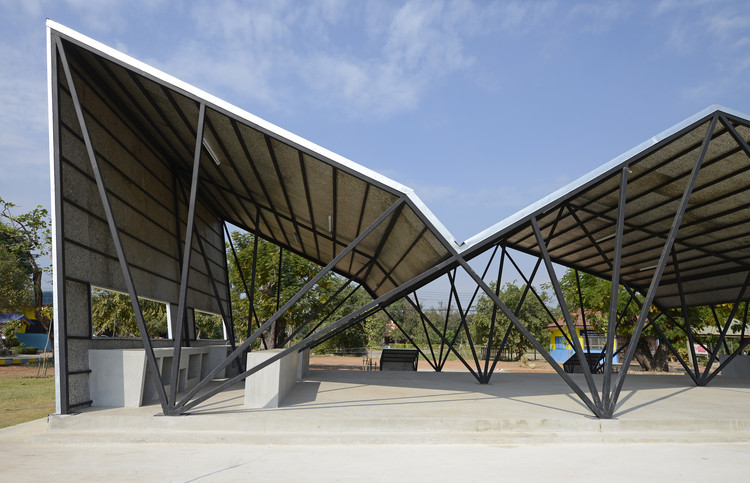 Comedor de la escuela comunitaria Chonnabot / INDA Design Build + ...