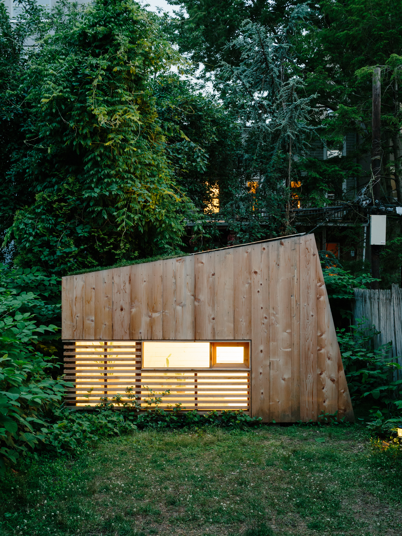 Brooklyn garden studio hunt architecture archdaily for Large garden studio