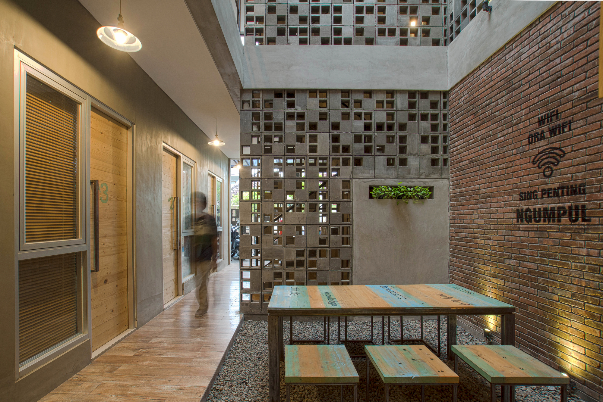 Bioclimatic and Biophilic Boarding House / Andyrahman ...