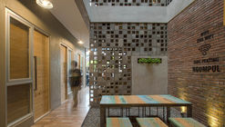 Bioclimatic and Biophilic Boarding House / Andyrahman Architect