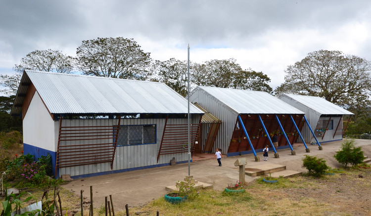Sasle School / Noel Sampson, © Bridges to Community