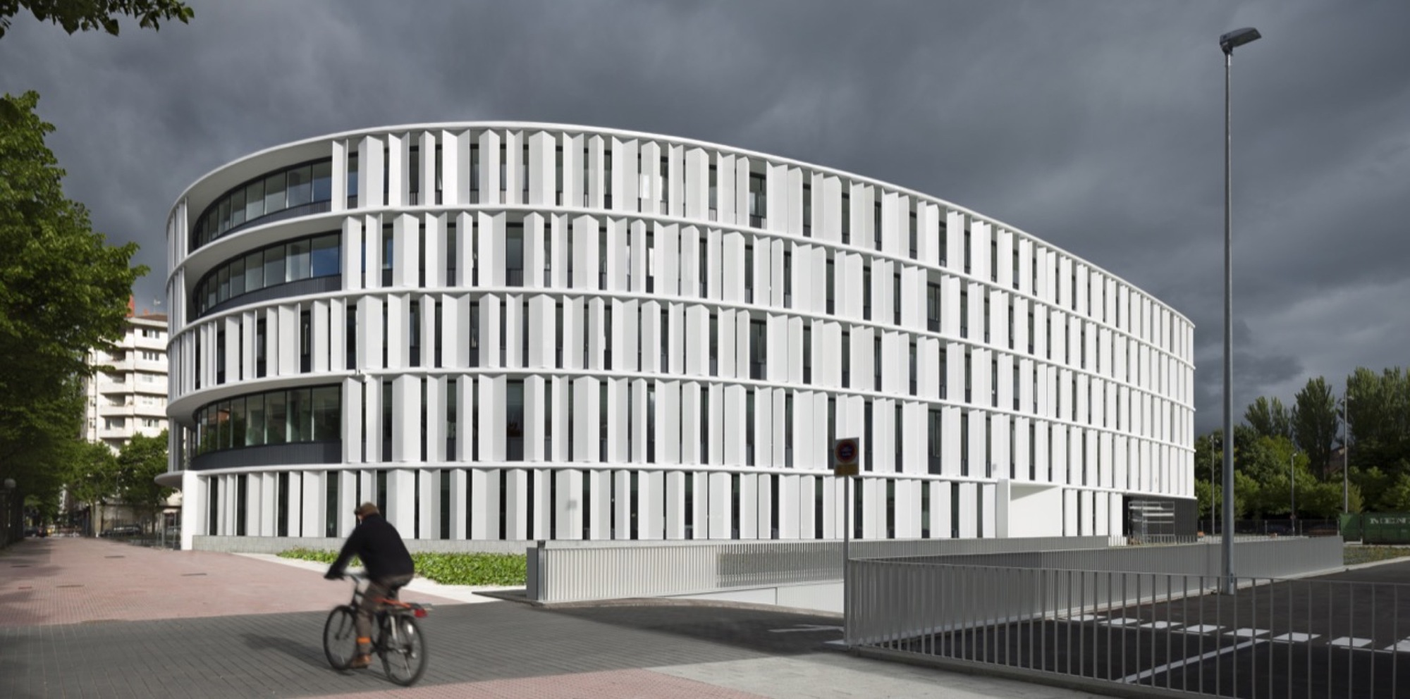 Vitoria gasteiz town hall offices idom archdaily for Oficina de turismo de vitoria
