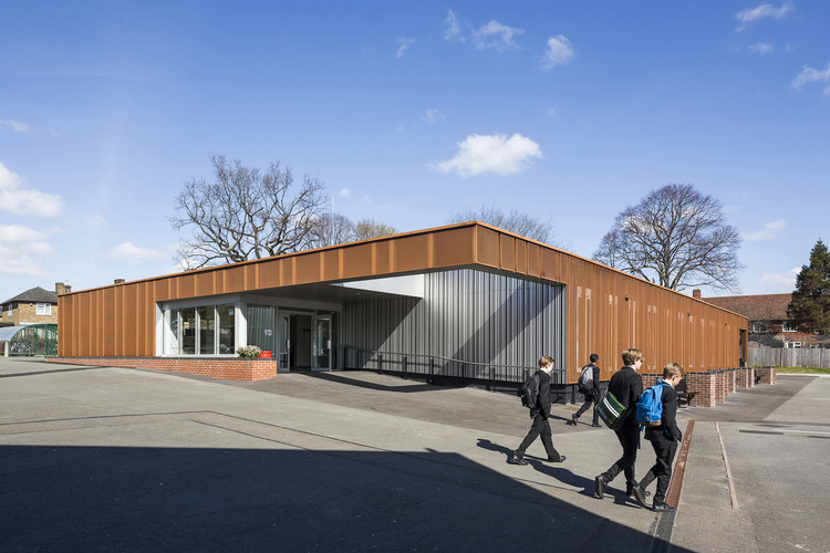 Universidad Deportiva para Hombres Carshalton / Fraser Brown MacKenna Architects, © Tim Crocker