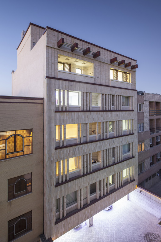 Khish-Khaneh Residential Building / Behzad Yaghmaei + Azadeh Mahmoudi, © Farshid Nasrabadi