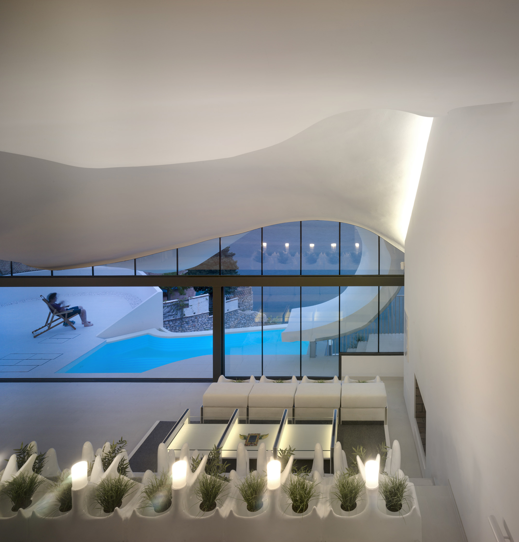 Gallery of the house on the cliff gilbartolome for Architecture organique