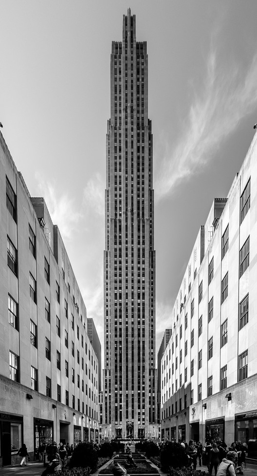 Spotlight: Raymond Hood, 30 Rockefeller Plaza (formerly the RCA Building), 1933, Rockefeller Center. Image © Flickr User Maciek Lulko licensed under CC BY-NC-ND 2.0