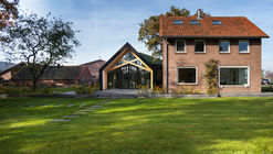 Barn Living Aalten   / Bureau Fraai