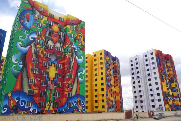 Inauguran un conjunto de viviendas sociales en El Alto intervenido con 14 murales de Mamani Mamani / Bolivia, © Iván Orellana Flores
