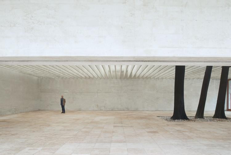 Clássicos da Arquitetura: Pavilhão Nórdico em Veneza / Sverre Fehn, The Nordic Pavilion (Giardini, Venice). Image © Åke E:son Lindman