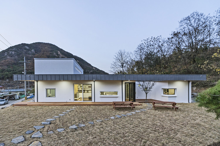 Suitable Farmhouse / OfAA, © HyoChel Hwang