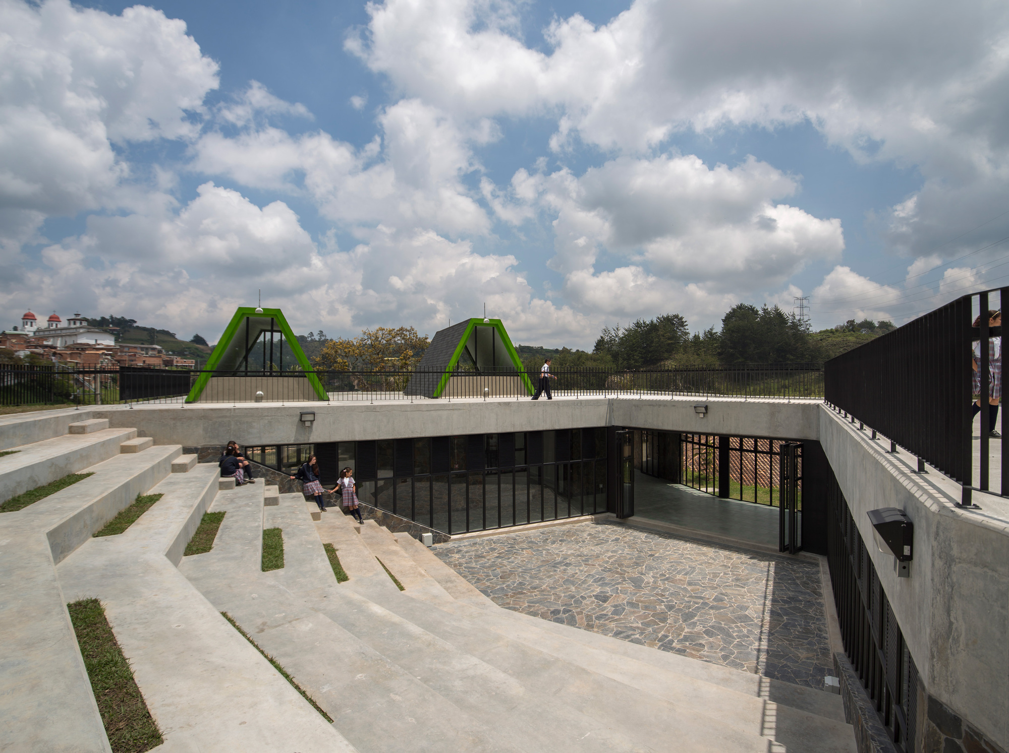 Parque educativo san vicente ferrer plan b arquitectos for Edificios educativos arquitectura