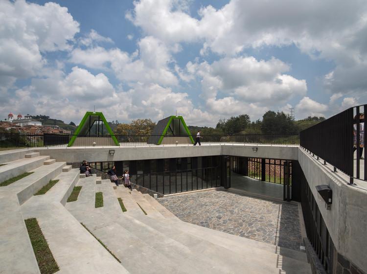 San Vicente Ferrer Community Center/ Plan:b arquitectos, © Alejandro Arango