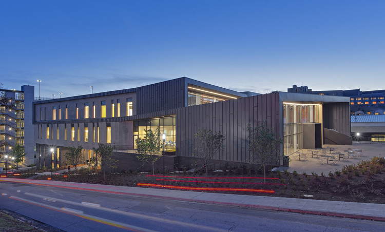 University of Arkansas Champions Hall  / SmithGroup, © Liam Frederick