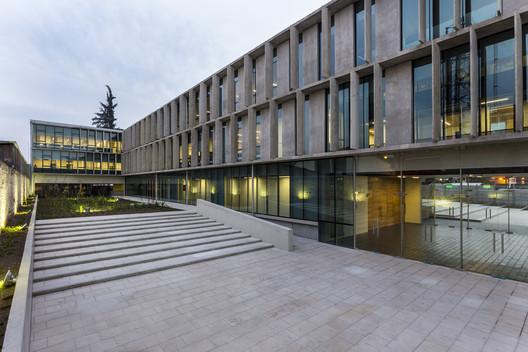 Edificio institucional del Ministerio chileno de Vivienda y Urbanismo / Carreño Sartori Arquitectos