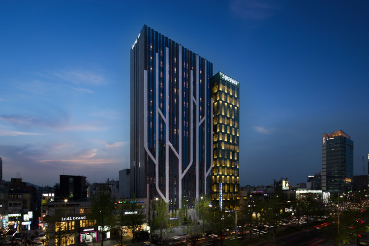 Dormy Inn Premium Garosugil  / PLANEARTH Architects, © Kim Teck Woo