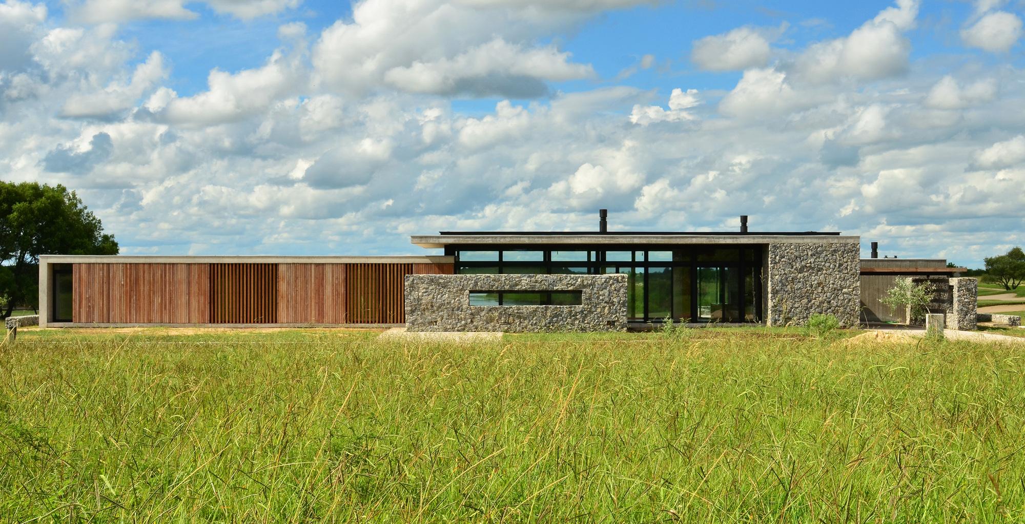 Cl House / Steverlynck+Iglesias Molli Arquitectos