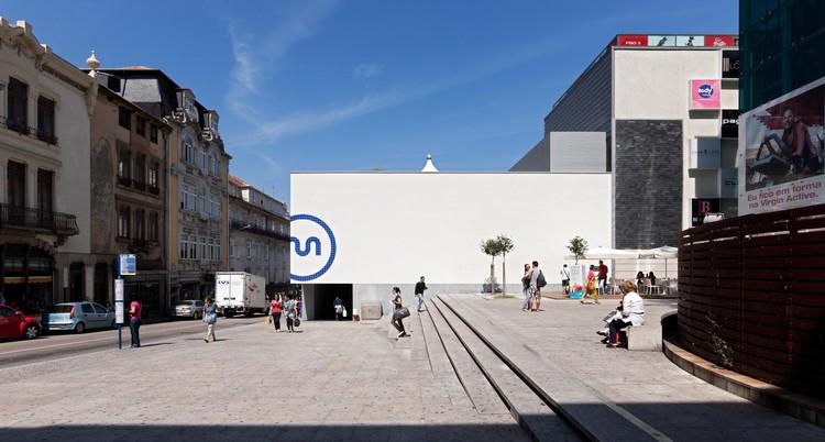 """Exposição """"Arquitectura em Concurso: Percurso crítico pela modernidade portuguesa"""", Metrô do Porto, de Eduardo Souto de Moura. Image © Luis Ferreira Alves"""