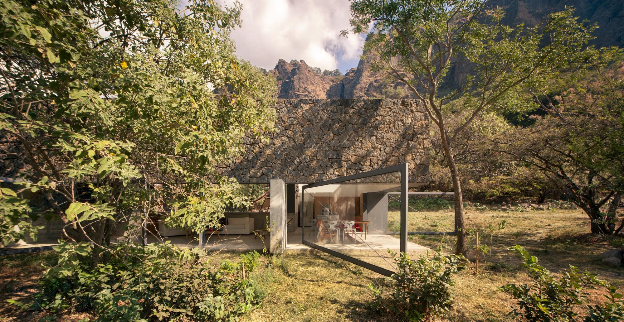 7 Amazing Houses Built Into Nature: Obra Del Mes Marzo : Casa Meztitla