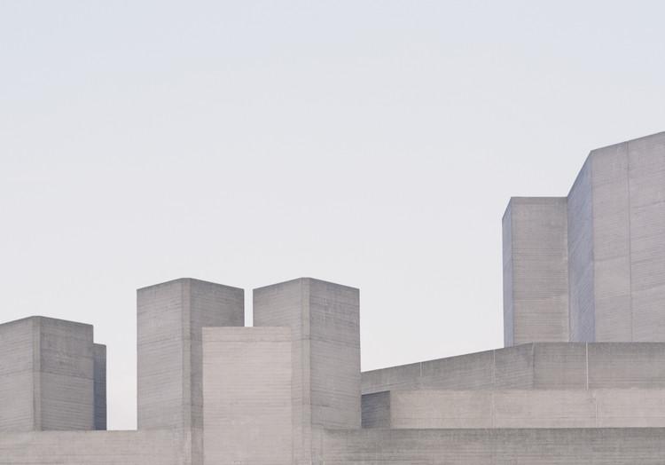 """""""Utopia"""": Série fotográfica registra a arquitetura brutalista de Londres, © Studio Esinam / Rory Gardiner"""