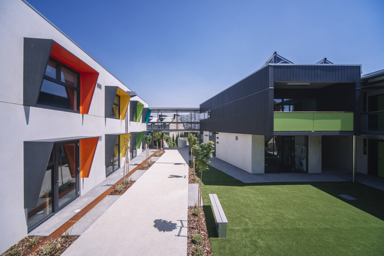 The Trinity Hill Youth Accommodation and Training Facility  / HBV Architects + Carroll & Cockburn Architects, © Jonathan Wherrett
