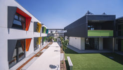 Centro educativo para jóvenes en riesgo social  / HBV Architects + Carroll & Cockburn Architects