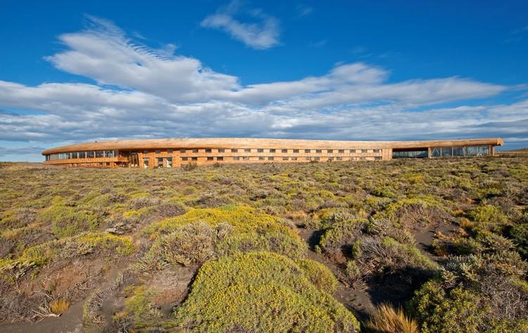 Hotel Tierra Patagonia / Cazú Zegers, © Pia Vergara