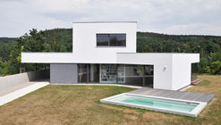 Family House  / ATELIER 111